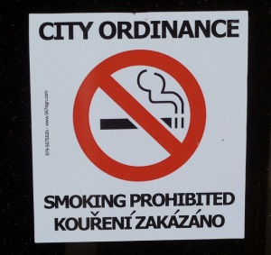 No smoking sign in English and in Czech