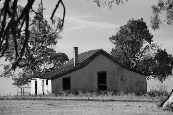 A old, abandoned house on Texas Highway 21