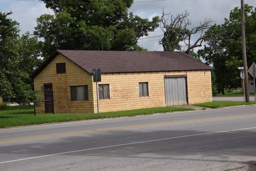 Brick garage in Giddings, Texas