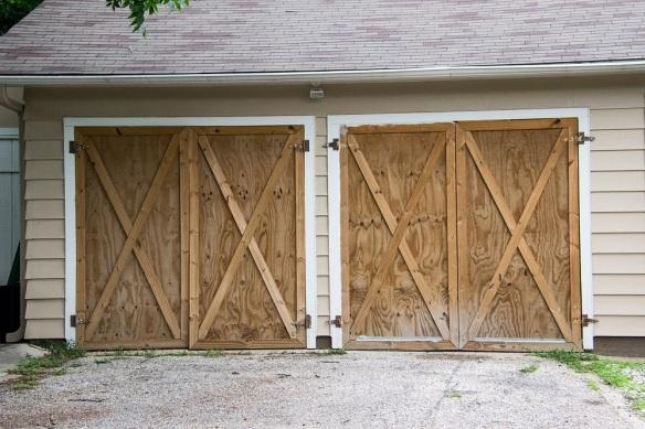 00s Door garage.jpg