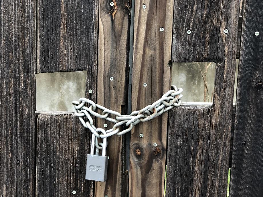 00s Locked Gate