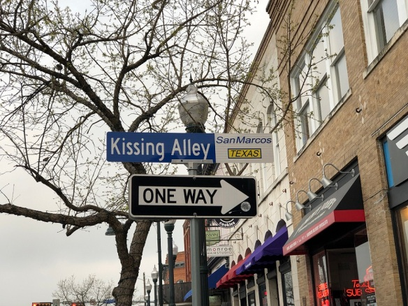 00s Kissing Alley in San Marcos