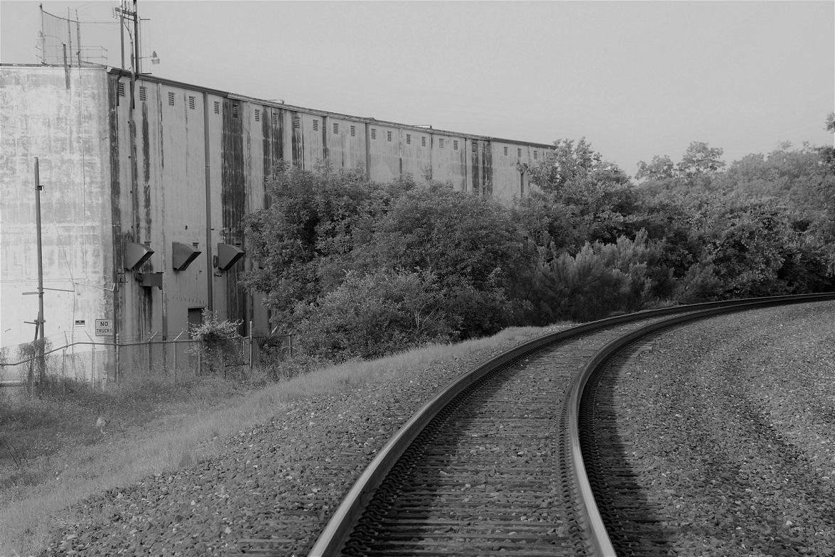 00s Railroad curve B&W